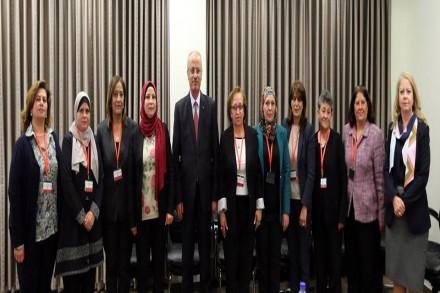 وفد من طاقم شؤون المراة يلتقي دولة رئيس الوزراء الدكتور رامي الحمد الله